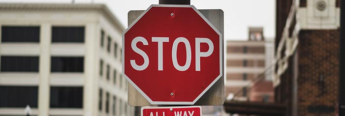 STOPサインは絶対